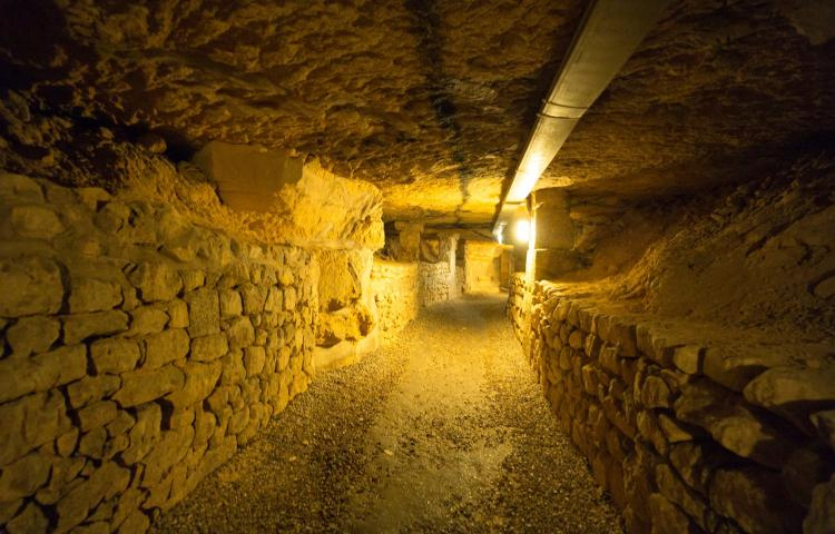 The catacombs (Les Catacombes) of Paris, photo taken on 23.11.2017 in Paris (Ile de France). From 1785 onwards, the bones of the overcrowded inner city cemeteries (bones of about 6 million people) are deposited in the former underground quarries.    usage worldwide Photo via Newscom