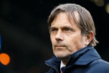 coach Phillip Cocu of PSV during the Dutch Eredivisie match between ADO Den Haag and PSV Eindhoven at Cars Jeans stadium on April 29, 2018 in The Hague, The Netherlands