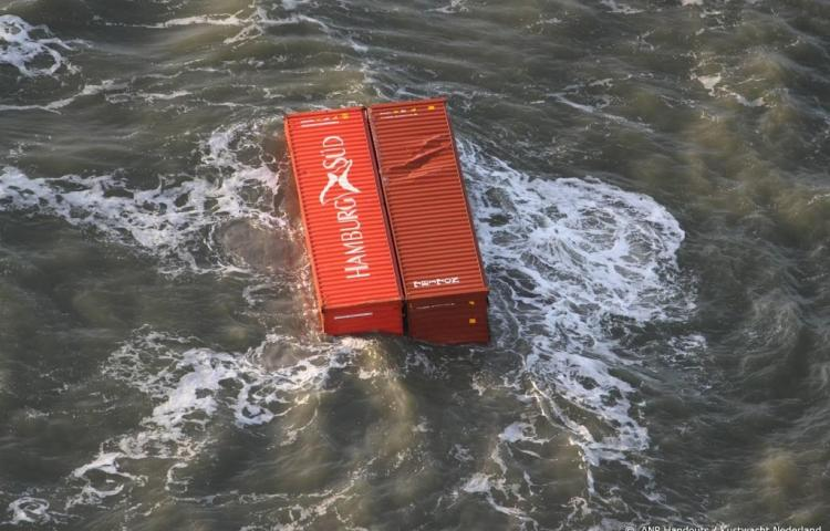 Vissers bezorgd over 'dobberende' containers