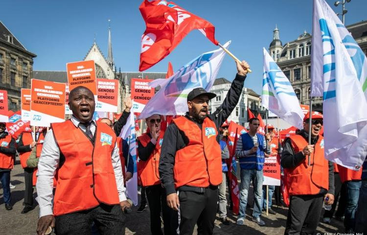 Taxichauffeurs protesteren in Amsterdam
