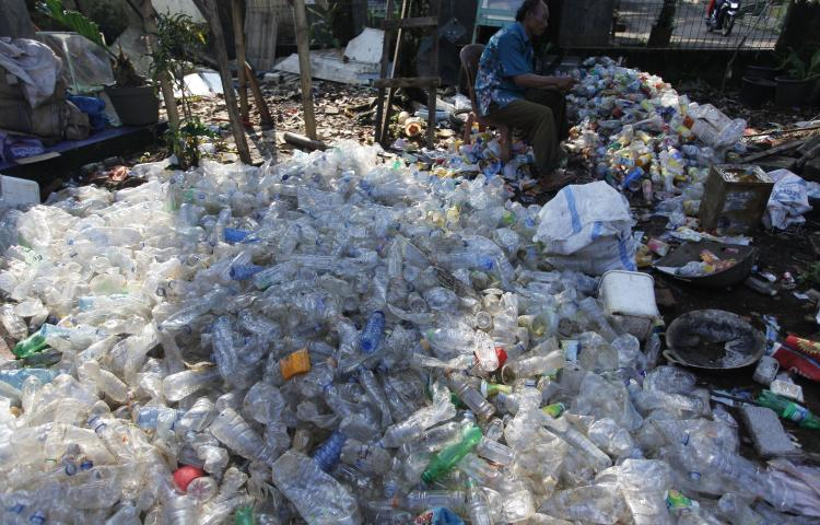 May 8, 2019 - Bogor, West Java, Indonesia - A scavenger cleans plastic bottles for sale at a garbage dump in Bogor, West Java, Indonesia, on May 8, 2019. According to Our World in Data,..Indonesia is the number two producer of plastic waste in the world after China. (Credit Image: © Adriana Adie/NurPhoto via ZUMA Press
