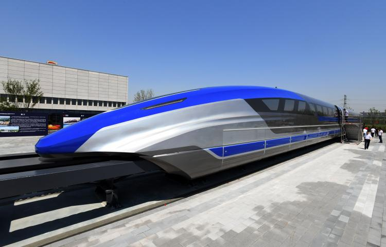 (190523) -- QINGDAO, May 23, 2019 (Xinhua) -- Guests visit China's first high-speed maglev train testing prototype in Qingdao, east China's Shandong Province,on May 23, 2019. China on Thursday rolled off the production line a prototype magnetic-levitation train with a designed top speed of 600 km per hour in the eastern city of Qingdao.     The debut of China's first high-speed maglev train testing prototype marks a major breakthrough for the country in the high-speed maglev transit system.     The engineering prototype is scheduled to roll off the production line in 2020 and go through comprehensive tests to finish integrated verification in 2021. (Xinhua/Li Ziheng) -  -//CHINENOUVELLE_CHINE012585/1905231108/Credit:CHINE NOUVELLE/SIPA/1905231112