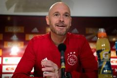 Ajax verlengt contract met trainer Ten Hag