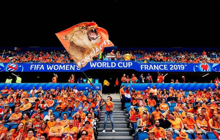 Oranje in Rennes gesteund door 2000 fans