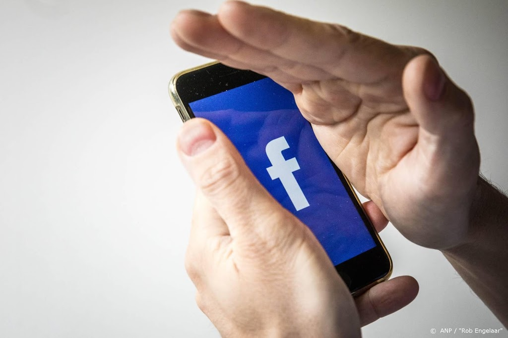 THE HAGUE (ANP) - The Consumers' Association takes Facebook to court. The company must pay its Dutch users compensation for sharing private data, acco